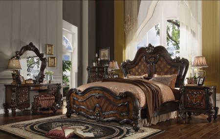 Versailles Traditional Bedroom Set in Cherry Oak Finish