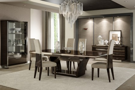 D83 Dining Room Set in Brown Lacquer Finish by United