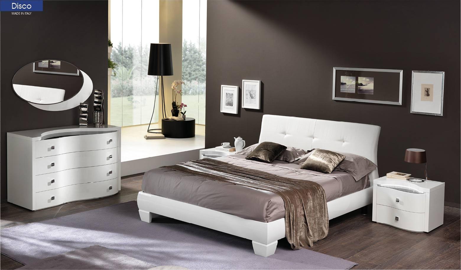 Disco Modern Bedroom Set in White Italian Finish