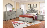 B660 Panel Bedroom Set in Silver Finish
